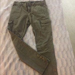 Women's olive green cargo skinny leg pant.
